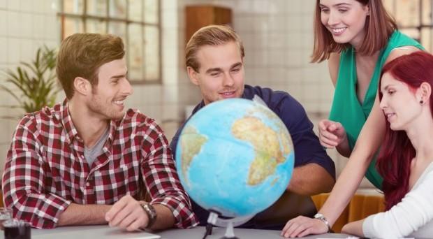 Il governo studia una norma per fornire una cittadinanza italiana agli studenti britannici iscritti nei nostri atenei.