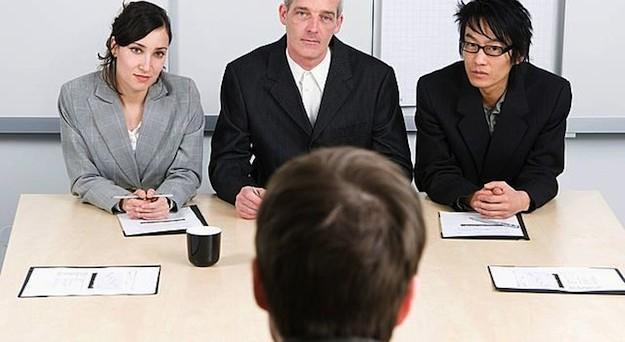Ci sono diversi segnali che possono farci capire se i colloqui di lavoro sono veramente finalizzati all'assunzione o sono soltanto un fake. Vediamo quali sono.