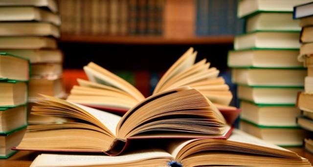 Quale lavoro può coniugare l'amore per la lettura e per i libri con il guadagno? Vediamo le professioni più indicate per gli amanti dei libri.