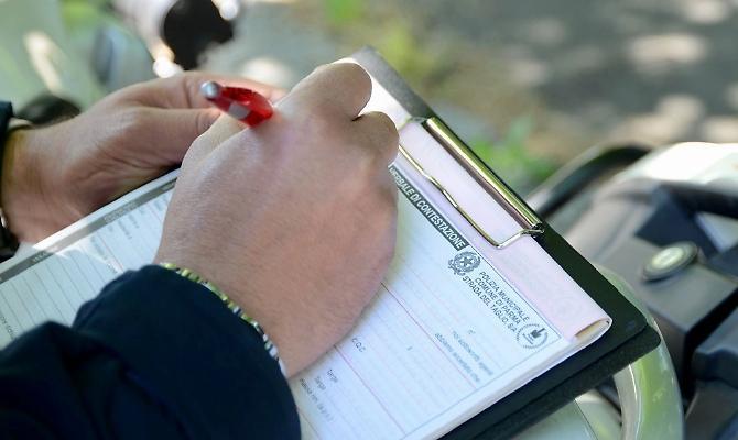 Assicurazione auto, multa nulla per chi ha solo la fotocopia del certificato - InvestireOggi.it