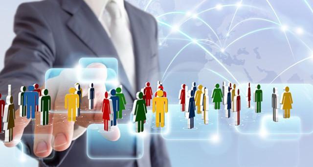 Oggi i responsabili delle risorse umane navigano per avere più informazioni sui candidati. Vediamo come è possibile trovare lavoro con i social media e quali errori evitare.