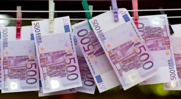 Come spenderanno i giovani il bonus diciottenni di 500 euro? La spesa preferita sembra essere orientata verso i libri.