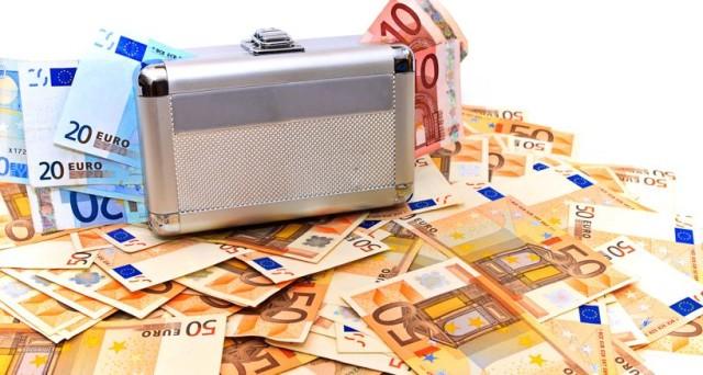 Nuovo Decreto fiscale con tante novità: chiusura Equitalia, abolito lo spesometro, nuove dichiarazioni IVA trimestrali, la nuova voluntary disclosure, l'eliminazione della blck list e …
