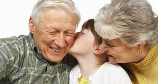 Il Bonus nonni spunta tra le varie proposte di modifica alla legge di Bilancio 2018: permettere la detrazione al 19% ai nonni che sostengono spese mediche, scolastiche e sportive per i propri nipoti.