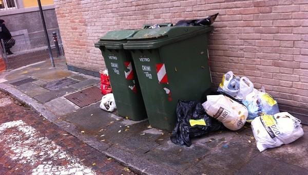 Sconto Tari fino all'80%: se il servizio raccolta rifiuti è carente o non passa proprio si può fare domanda e il Comune, di fronte alle prove, non può rigettarla. Lo sapevate?