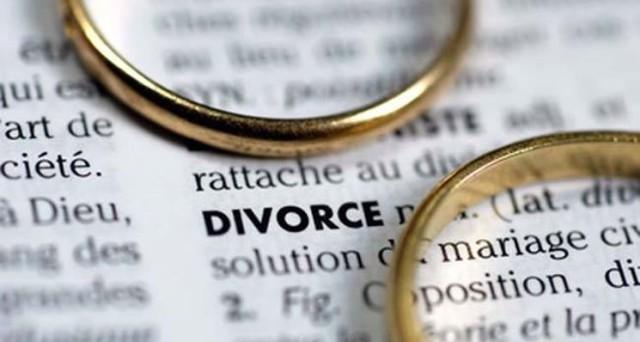 Tradimento moglie e marito: potrebbe non far scattare più l'addebito in caso di separazione o divorzio? Il matrimonio equiparato alle coppie di fatto? Ecco cosa cambierebbe
