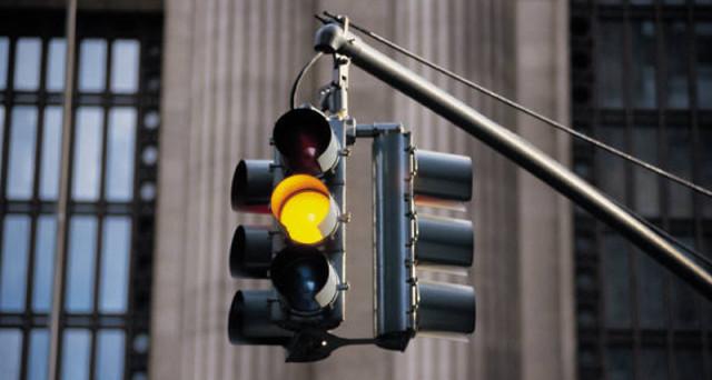 semaforo-luce-gialla