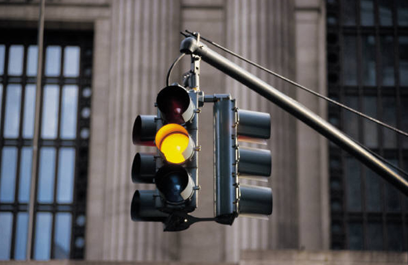 Luce gialla al semaforo quanto deve durare for Quanto tempo conservare documenti 730