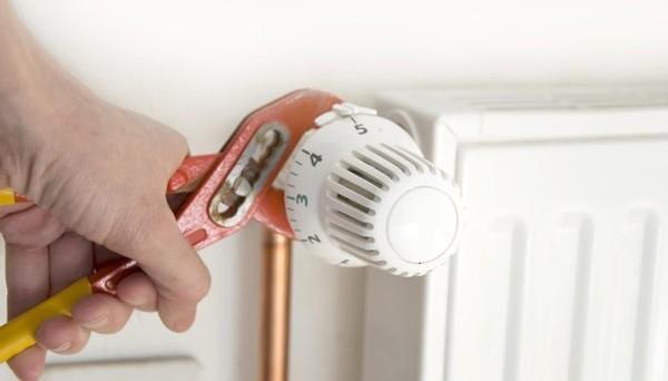 Segnalata truffa dei finti tecnici delle valvole termostatiche: ecco come funziona e come difendersi