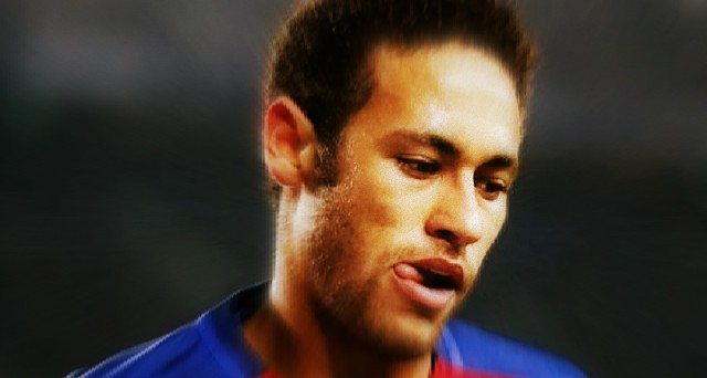 neymar-testa-bassa-manette