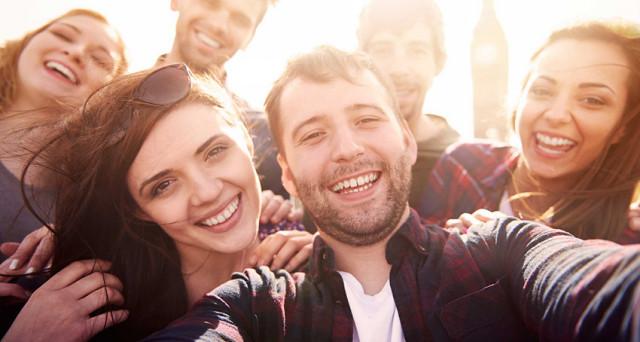 Lavoro, la piattaforma Real Appeal aiuta a noleggiare amici in affiato per rilanciare l'immagine sui social network, il costo è di 32 euro l'ora.