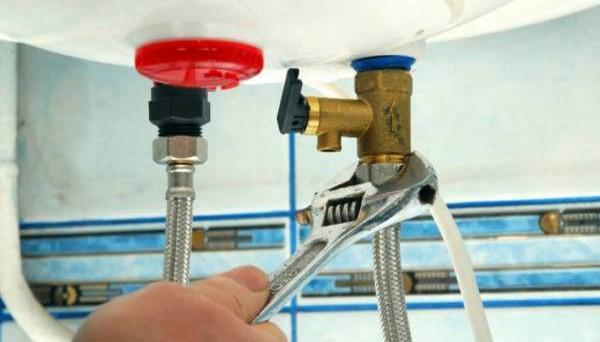 Casa in affitto: chi paga la caldaia rotta, facciamo chiarezza sui costi che devono sostenere inquilino e proprietario.