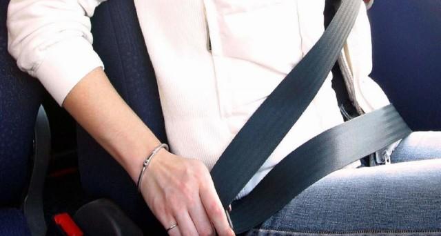 Guida senza cintura di sicurezza: rischi, multa ed esenzione. Ecco quello che c'è da sapere: facciamo chiarezza smontando alcuni luoghi comuni e falsi miti.