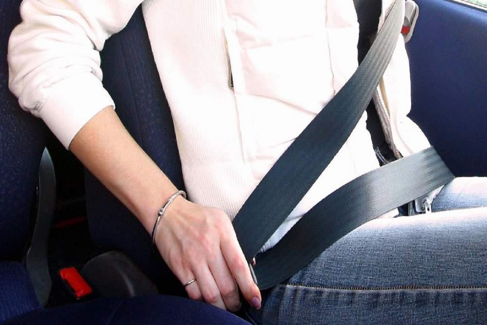 Incidente stradale: se il passeggero non mette la cintura di sicurezza, il conducente è responsabile? - InvestireOggi.it
