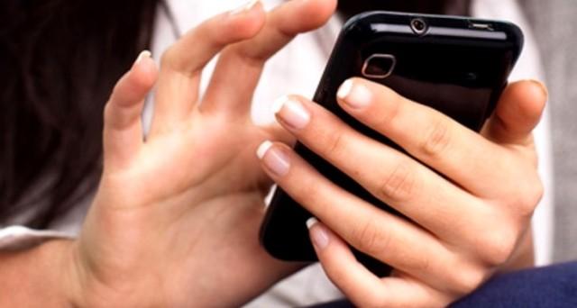 Messaggi sul cellulare all'amante: valgono come prova di tradimento secondo la Cassazione e possono bastare per poter addebitare la causa di separazione.