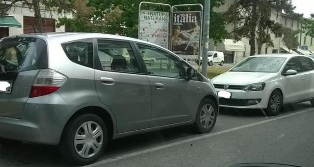 Parcheggio contromano: che multa si rischia?