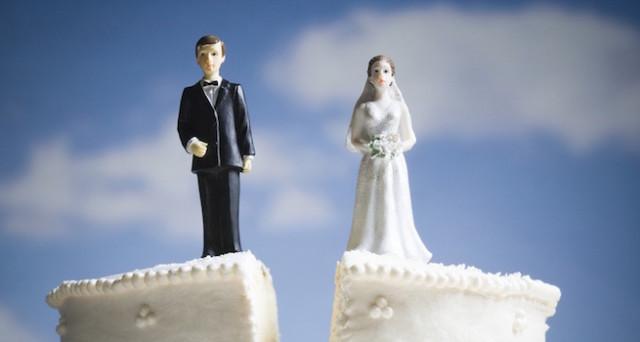 Cosa accade se uno dei due coniugi muore nel corso della causa di separazione o divorzio? Vediamo cosa stabilisce la Corte di Cassazione.