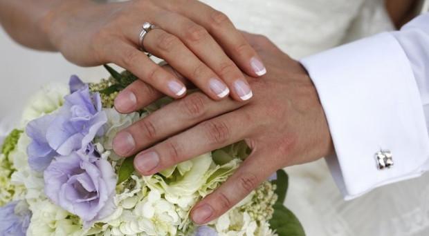 Congedo matrimoniale: cosa accade se nel mezzo cadono giorni festivi?