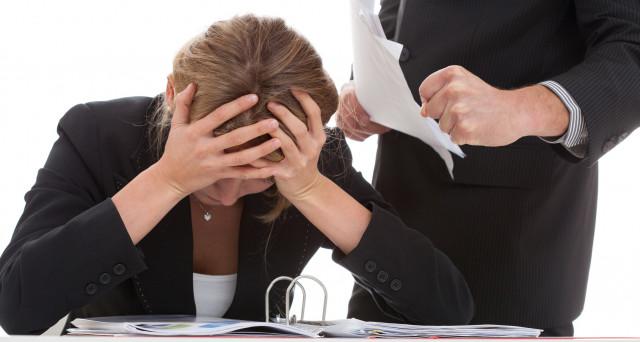 Mobbing dal datore di lavoro o dai colleghi: quando la vittima ha diritto a chiedere la malattia?