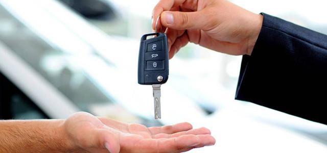 Chi deve pagare la multa il proprietario dell'auto o chi la guidava nel momento in cui è stata commessa l'infrazione?