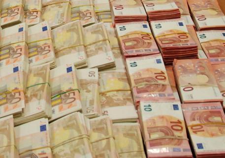 Cosa si deve fare se si entra in possesso di soldi falsi? Quali rischi si corrono per il possesso e l'utilizzo inconsapevole?