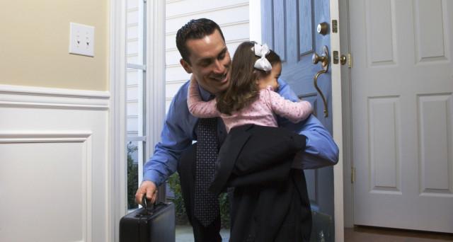 Lavorare con un figlio: la gestione di ufficio e vita privata non è semplice neppure per i papà. Ecco le 5 aziende migliori alle quali mandare il curriculum