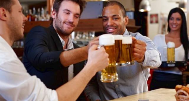 guidare birra con amici