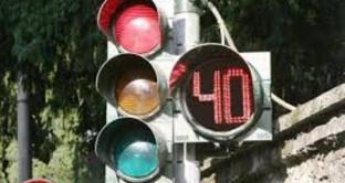 Quanto dura il verde al semaforo? Arriva la novità: installazione del cronometro. Il ricorso alle multe diventa più difficile
