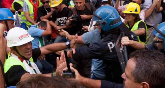 La resistenza passiva non configura il reato di resistenza a pubblico ufficiale.