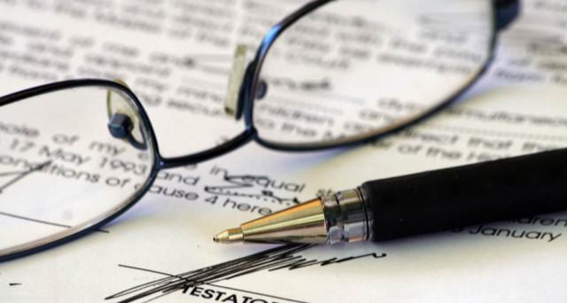 Domanda di successione, chi la deve fare e quando: ecco una mini guida che illustra tutto sull'adempimento, calcolo e imposte da pagare.