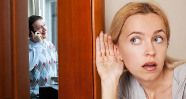 Il sospetto che il marito o la moglie tradisce e i conseguenti pettegolezzi, possono infangare la reputazione di una persona al punto da essere considerati dai giudici motivi di addebito di divorzio?