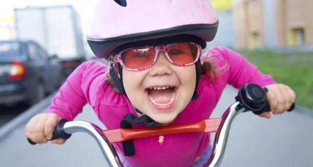 E' obbligatorio indossare il casco in bici? I vigili possono multare chi pedale senza?