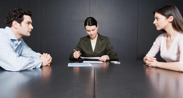 Un biglietto da visita può portare a galla redditi occultati dall'ex marito per non pagare l'assegno di mantenimento in caso di divorzio.