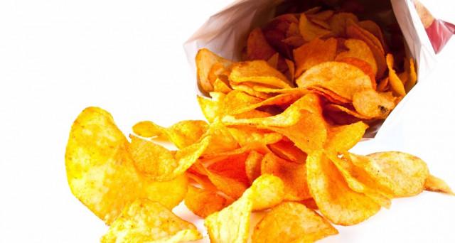 Patatine fritte, pericolose per la salute, contengono una sostanza cancerogena, ecco le marche esaminate.