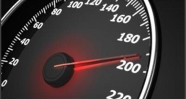 Oltre la soglia di tolleranza prevista dalla legge anche un solo km/h conta e fa scattare la multa per eccesso di velocità.