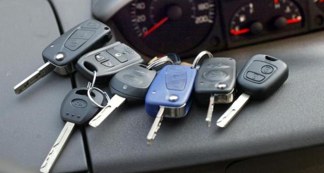 Truffe auto: quattro dinamiche a cui prestare molta attenzione. Dagli annunci auto usate alla truffa dello specchietto passando per il finto investimento e per lo scandalo dei quiz patente.