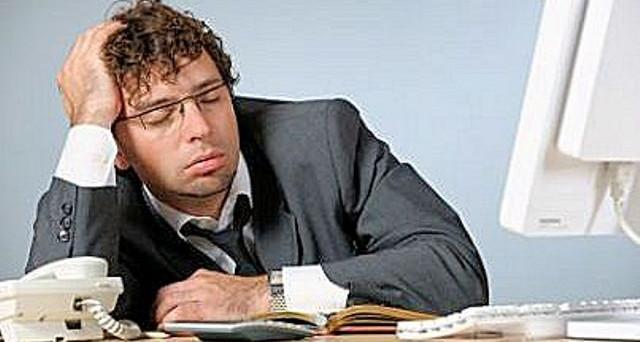 lavoratore-dorme-