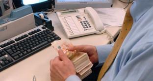 soldi-falsi-sportello-banca