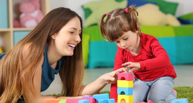 Assunzione baby sitter 2018: contratto e retribuzione. Ecco come essere in regola e perché è importante non rischiare. Guida al lavoro domestico senza rischi.