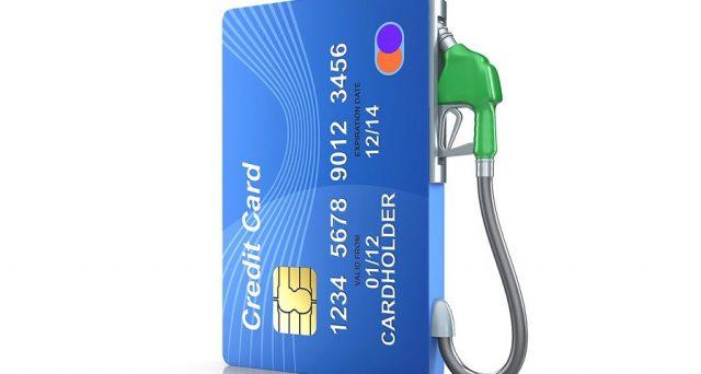 Rimborsi benzina solo per chi fa il pieno con la carta di credito: addio alla scheda carburante 2018.