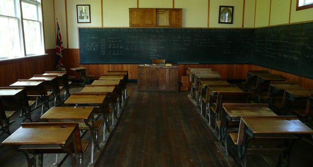 Ape sociale scuola: nessuna chiarezza ancora per i docenti che devono accedere all'Ape sociale per assistere un familiare disabile.