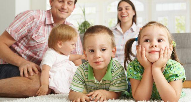 Bonus quarto figlio: bufala o verità? Facciamo chiarezza. Panoramica su tutte le agevolazioni per famiglie numerose che può richiedere chi ha quattro figli.