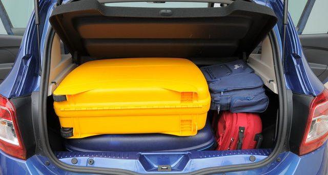 Vacanze in auto con troppe valigie: quando si rischia la multa per sovraccarico della macchina.