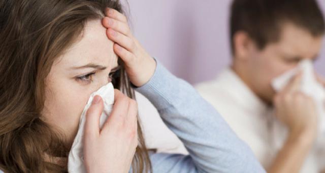 Spetta la malattia per mal di testa, raffreddore o tosse senza febbre? E quali regole valgono per la visita fiscale: c'è obbligo di reperibilità?