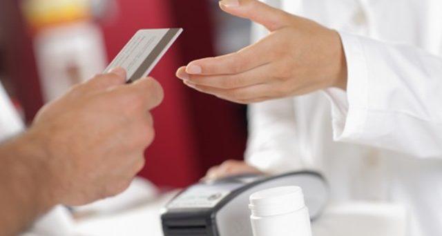 Come usare la carta del reddito di cittadinanza in farmacia: valgono gli sconti applicati alla social card? I chiarimenti di Federfarma.