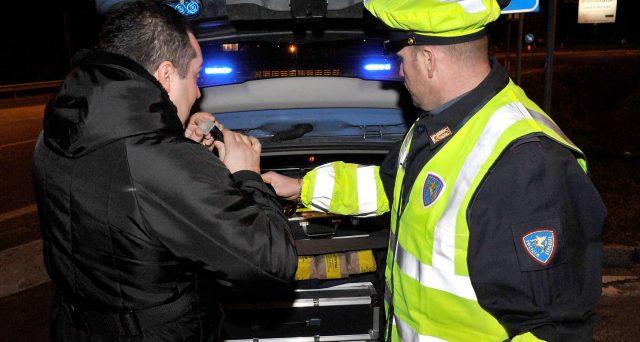 La Corte di Cassazione ha stabilito che il rifiuto dell'automobilista ubriaco di sottoporsi all'alcoltest non comporta la revoca della patente.