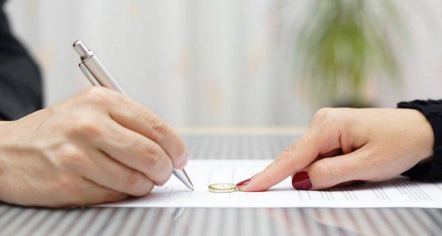 La Corte di Cassazione ha confermato che l'assegno divorzile spetta solo in particolari casi e non dipende dalla differenza di reddito fra i coniugi.