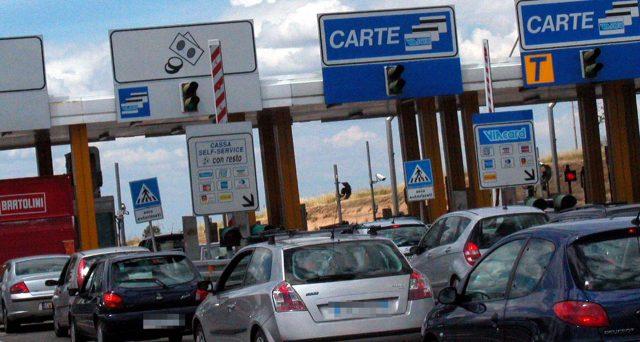 Autostrade per l'Italia ha sospeso l'aumento delle tariffe, ma restano escluse altre società concessionarie. Riforma sui pedaggi in arrivo. L'elenco di tutte le tratte autostradali in Italia.