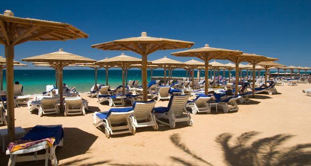 Sdraio Da Spiaggia Prezzi.Prezzi Spiagge 2019 Ancora In Aumento Le Tariffe Di Lettini E