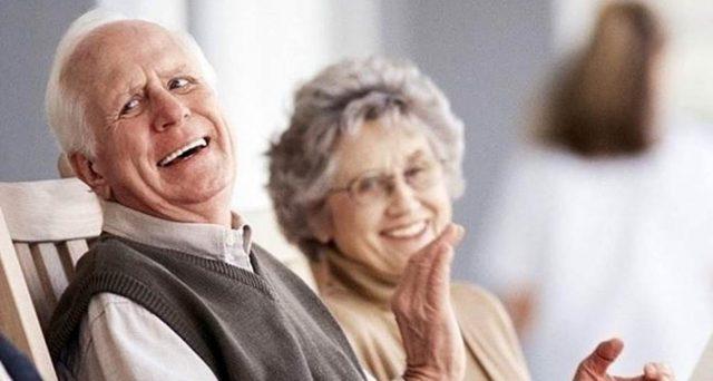 Quota 100 con requisiti più favorevoli per le donne: in pensione a 62 anni di età ma con meno contributi? Ecco per chi.